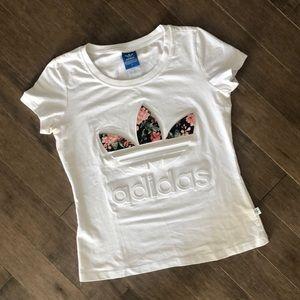 2/40$ 🛍 Embossed Adidas T-shirt